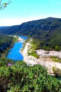 Balade insolite à la découverte des falaises du Castellas