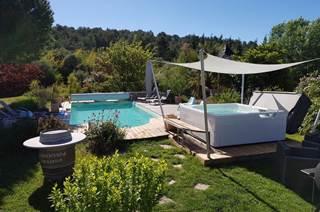 Villa Lou Simbéù avec piscine au cœur de la Vaunage