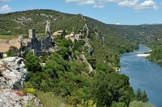 Aiguèze, village médiéval perché
