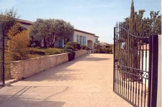 Villa indépendante de 150 m² située à 500 mètres du centre ville d'Uzès.
