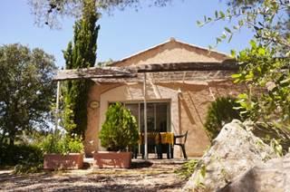 Chêne vert *** Gîte avec piscine sur les hauteurs de Nîmes