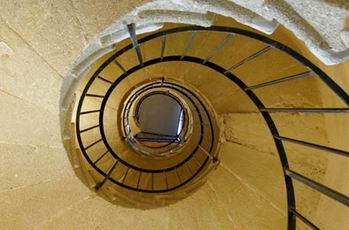 Tour de l'horloge de St-Quentin la Poterie - escalier colimaçon © Crédit photos H Brahic