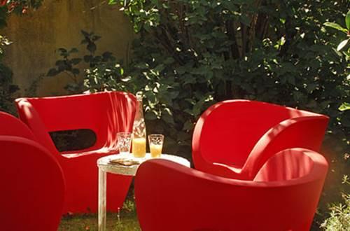 MAS THEOTIME fauteuils dans jardin © GOURBEYRE Monique