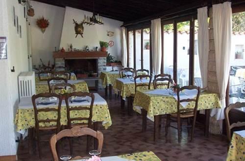 Auberge l'Eglantine salle de restaurant  ©