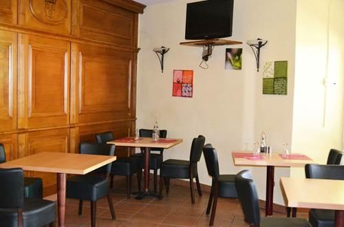 Hôtel DES SPORTS salle déjeuner ©