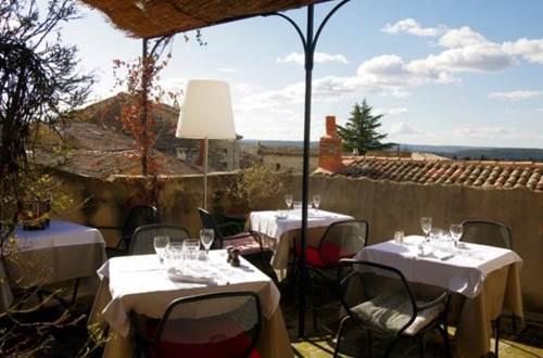 la terrasse du restaurant La Parenthèse Rooftop © ©Hostellerie Provençale