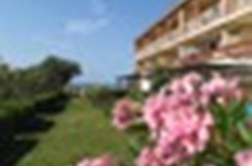 BELAMBRA façade avec lauriers roses ©