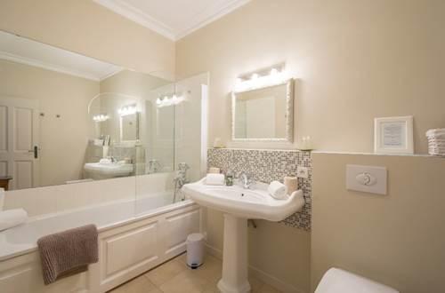 Domaine de Fos - chambre ombre des chênes salle de bains © Domaine de Fos