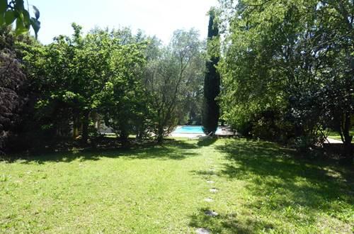 Le jardin côté piscine ©