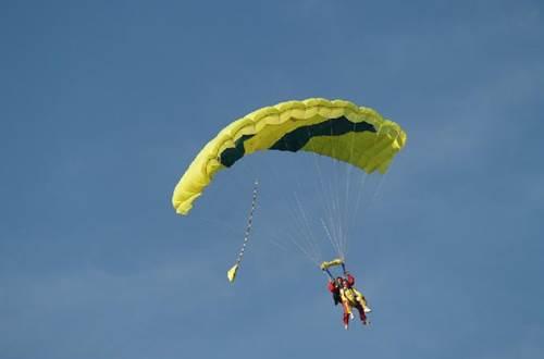 tandem parachute ©