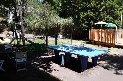 Aire de jeux et table de ping-pong ©