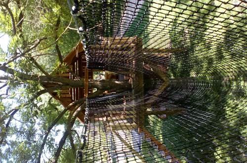 Cabane dans les arbre pour enfants ©