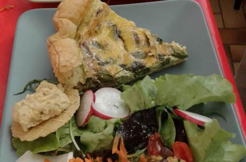 Les Petites Mains café associatif - restaurant végétarien - cuisine fait maison de saison © ©Les Petites Mains d'Uzès