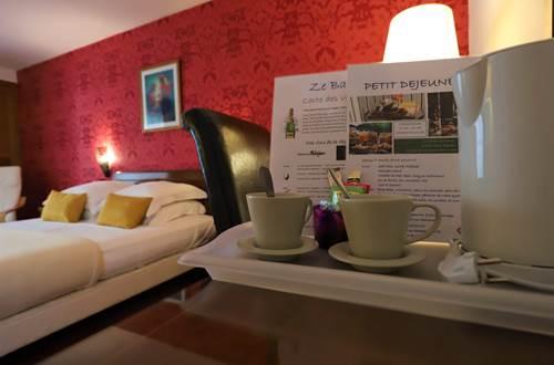 Hotel des Tuileries, Nîmes - Plateau d'accueil gratuite ©