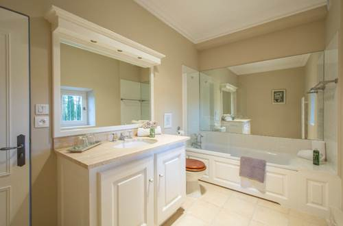 Domaine de Fos - chambre ombre des pins - salle de bains © Domaine de Fos
