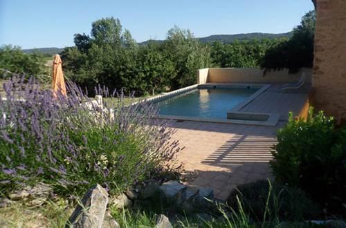 JOUR APRES JOUR AU MAS D'ALZAS piscine et jardin © COLL Bernard