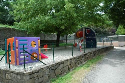 Jeux pour enfants camping du VAL DE L'ARRE ©