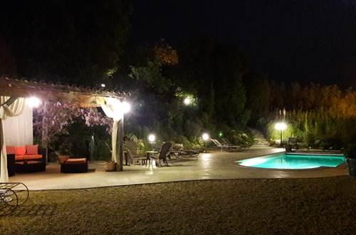 mas-du-figuier-vezenobres-piscine-nuit ©