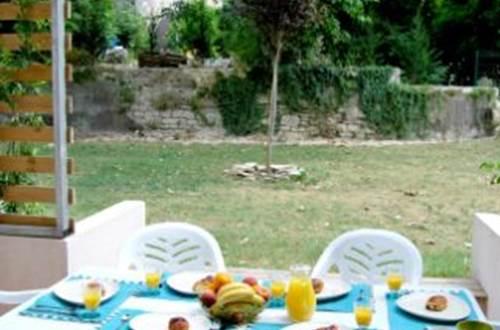 Residence GRAND BLEU LA CLOSERIE Table ©