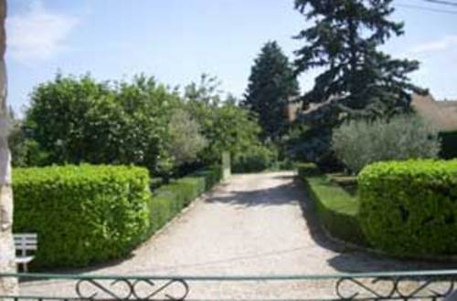 meuble-Saint-Quentin-la-Poterie1 jardin © BRES Max