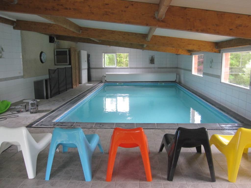 Gîte Lauberoye : piscine couverte 2